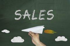 Sprzedaże na blackboard Chalkboard Blackboard tło Zakupy sprzedaży znak Reklamowy element Zdjęcia Stock