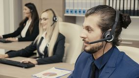 Sprzedaże wprowadzać na rynek drużyny opowiada na hełmofonu secie w biurze zbiory