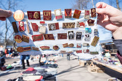 Sprzedaży inkasowe ikony z Lenin przy pchli targ w St Peter obraz stock