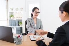 Sprzedaży perswadowania klient łączy współpraca skrzynkę Zdjęcie Royalty Free