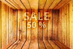Sprzedaży 50% tekst na drewnianym pudełku lub rabacie 50 procentów Fotografia Royalty Free