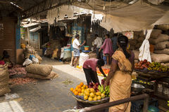 Sprzedaże owoc i warzywo na hindusa rynku Zdjęcie Royalty Free