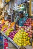 Sprzedaże owoc i warzywo na hindusa rynku Fotografia Royalty Free