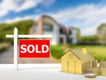 Sprzedający domu znak Zdjęcia Stock