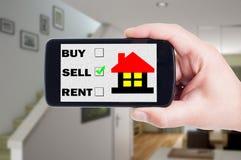 Sprzedaje domowego używa telefonu komórkowego, telefonu komórkowego lub smartphone pojęcie, Obrazy Stock