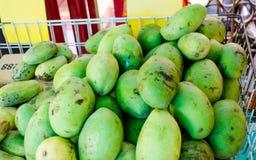 Sprzedawać świeżego zielonego mango Zdjęcie Stock