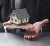 Sprzedawać twój dom fachową siecią Obraz Royalty Free