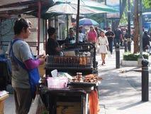 Sprzedawać wieprzowina kij od Bangkok ranku rynku 21th Septembe zdjęcia royalty free