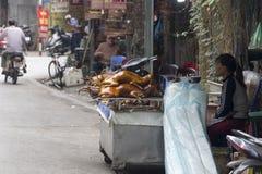 Sprzedawania i kupienia psi mięso w Wietnam Obrazy Stock