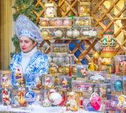 Sprzedawca choinek dekoracje obraz royalty free