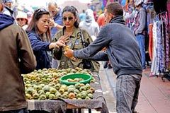 Sprzedawca figi ind w Medina Essaouira Obrazy Royalty Free