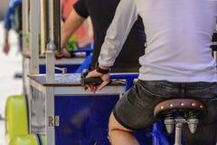 Sprzedawca lemoniada z rowerowy Taczkowym obrazy royalty free
