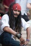 Sprzedawca przebierający jako pirat, dźwigarka wróbel w Chatuchak rynku fotografia royalty free