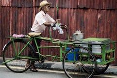 Sprzedawca uliczny w George Town, Malezja. Fotografia Royalty Free