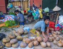 Sprzedawca w Hanoi rynku zdjęcia stock