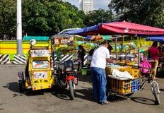 Sprzedawcy bubla jedzenie w Manila, Filipiny Obrazy Stock