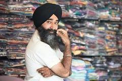 Sprzedawcy młody dorosły indyjski sikhijski mężczyzna Obrazy Stock