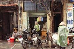Sprzedawcy na ulicach Hanoi, Wietnam Zdjęcie Royalty Free