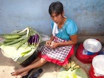 Sprzedawcy na zewnątrz jawnego rynku bubla świeżych warzyw Zdjęcie Stock