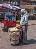 Sprzedawcy przed meczetami, Delhi Obrazy Stock