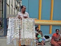 Sprzedawcy ulicznego sprzedawania jewellery zdjęcia stock