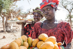 Sprzedawcy wzdłuż sposobu, Mali, Afryka. Obraz Stock