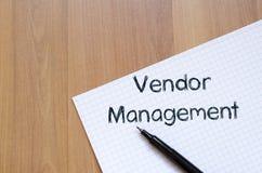 Sprzedawcy zarządzanie pisze na notatniku zdjęcia royalty free