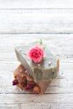 Sps met met de hand gemaakte zeep wordt geplaatst die Royalty-vrije Stock Afbeeldingen