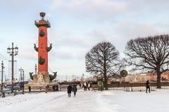 Spucken von Vasilievsky-Insel im Winter in St Petersburg an der Dämmerung Lizenzfreie Stockfotos