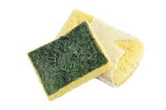 Spugna, vecchio lavaggio della spugna, spugna di lavaggio del piatto, pulizia gialla assorbente delle spugne della fibra isolata  Fotografie Stock