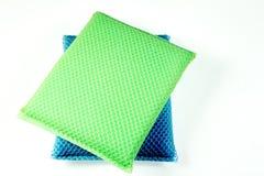 Spugna verde e blu di lavaggio del piatto Fotografia Stock Libera da Diritti