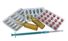 Spuit, pak pillen en verscheidene ampullen Stock Afbeelding