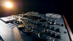 Spulenrecorder erhält gestartet und reguliert stock footage