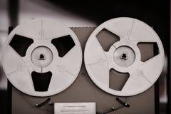 SpulenTonbandger?t, alt, Weinlese, tragbarer Zweispulenrohrbandrecorder lizenzfreies stockbild