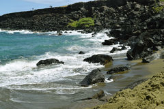 Spuma approssimativa alla spiaggia di sabbia di verde di Papakolea, grande isola, Hawai Fotografie Stock