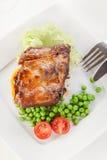 Spuntature della carne di maiale sul piatto Fotografie Stock