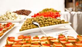 Spuntini con le olive Fotografie Stock Libere da Diritti