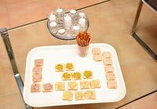 Spuntini per l'aperitivo in Francia Immagini Stock