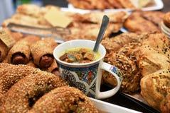 Spuntini sani dalla pasta del grumo e dalla minestra del crout Fotografie Stock Libere da Diritti