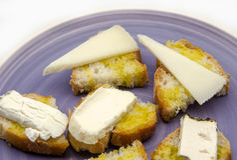 Spuntino del formaggio di capra e del pane Immagine Stock Libera da Diritti