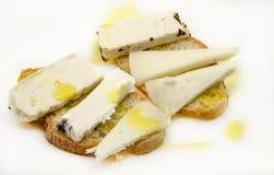Spuntino del formaggio di capra e del pane Immagini Stock