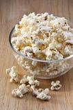 Spuntino del popcorn della ciotola Immagini Stock Libere da Diritti
