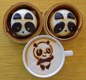 Spuntino di tempo del tè con Panda Bun e caffè Fotografie Stock Libere da Diritti