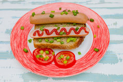 Spuntino e verdure semplici del panino della salsiccia della prima colazione su intero Immagine Stock Libera da Diritti