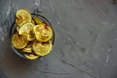 Spuntino sano - chip al forno dello zucchini Immagine Stock Libera da Diritti
