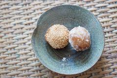 Spuntino tailandese sul piattino ceramico Fotografia Stock