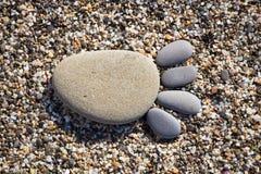 Spur der Füße gemacht von den Steinen eines Kiesels Stockfotos