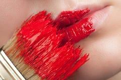 Spur der Farbe auf den Lippen stockbilder