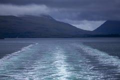 Spur der Insel von Tiree-Fähre segelnd hinunter den Ton von Mull lizenzfreie stockfotos