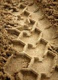 Spur des Reifens im Sand Lizenzfreies Stockbild